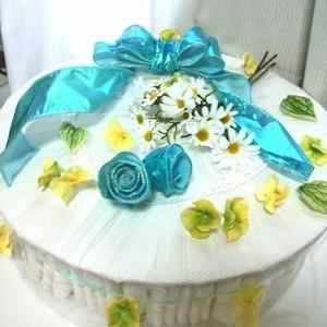 ご出産のお祝いにおむつケーキ