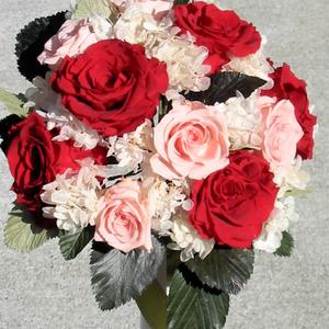 ピンクと真っ赤なバラで